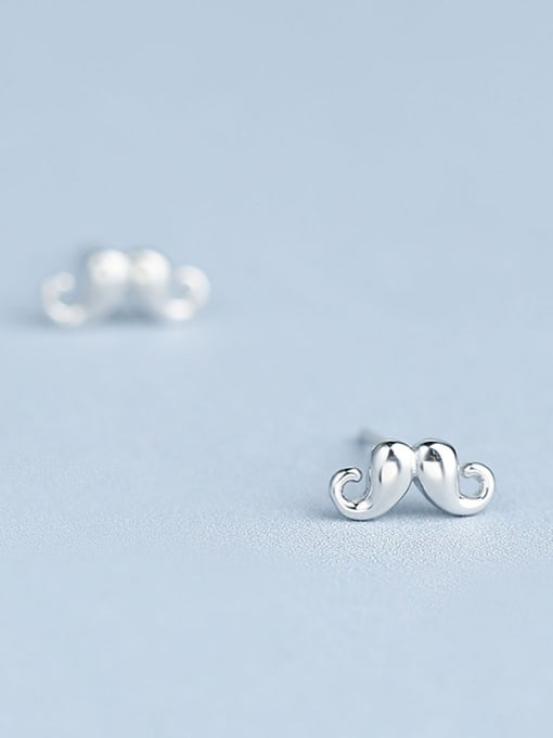 One Silver Exquisite Claw Shaped stud Earring