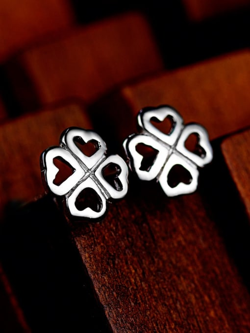 One Silver Temperament Clover Shaped Stud Earrings 1