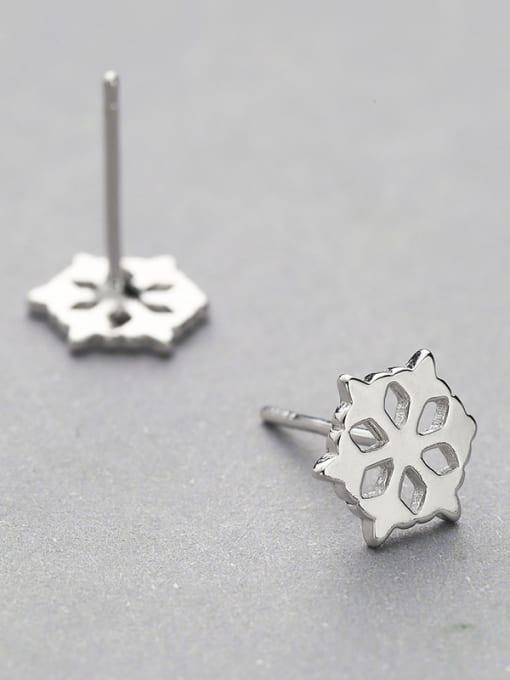 White Temperament Hollow Flower Shaped Earrings