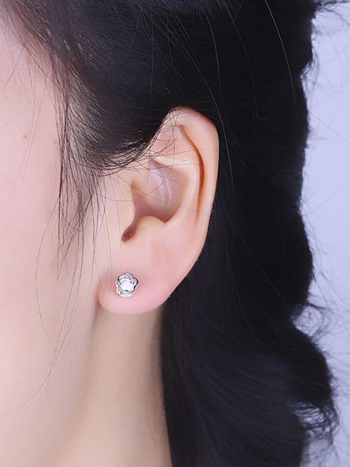 One Silver Women Flower Shaped Zircon stud Earring 1