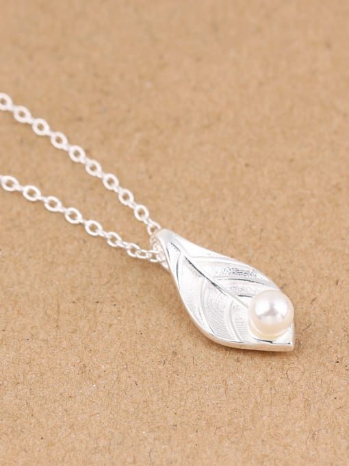 Peng Yuan Freshwater Pearl Leaf Silver Necklace 2