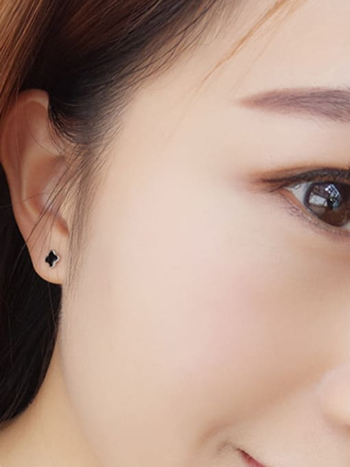 One Silver Women Black Clover Shaped stud Earring 1