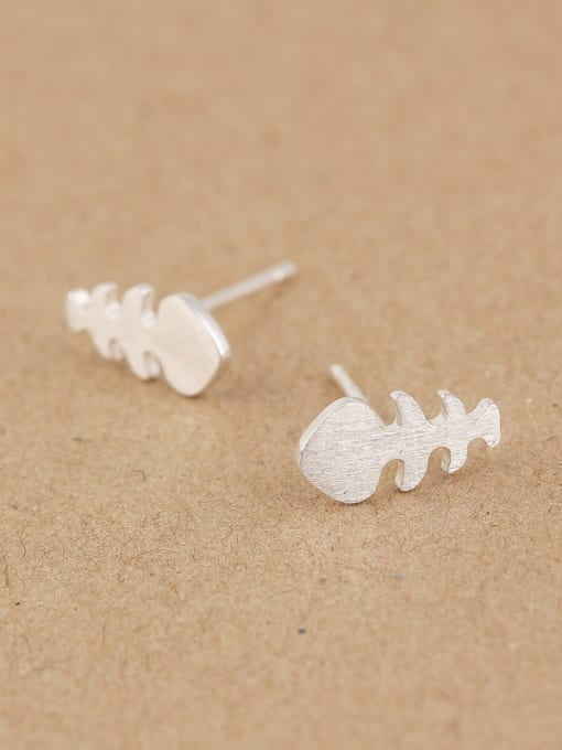 Peng Yuan Tiny Fish Bone stud Earring 2