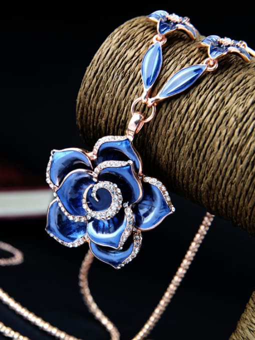 KM Rose Gold Plated Flower Necklace 2