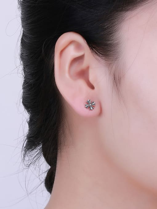 One Silver Retro Style Flower Shaped earring 1