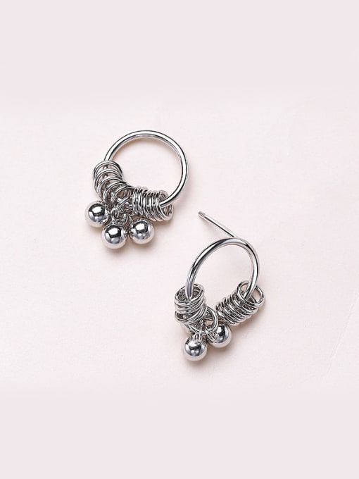 One Silver Fashionable Round Shaped stud Earring