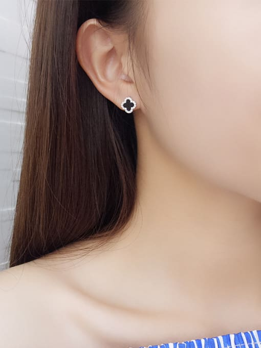 One Silver Platinum Plated Clover Shaped stud Earring 1