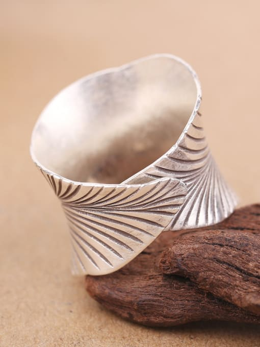 Peng Yuan Retro style Leaf-etched Handmade Ring 1