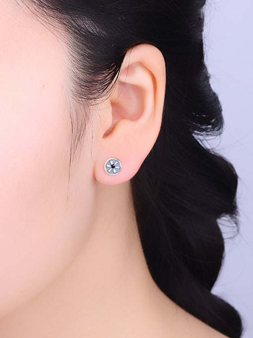 One Silver Vintage Flower Shaped stud Earring 1