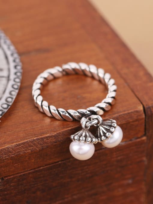 Peng Yuan Freshwater Pearls Twisted Silver Ring 2