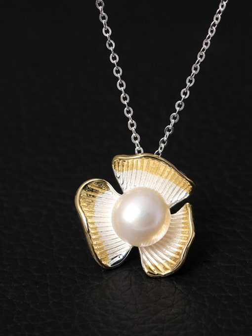 SILVER MI Flower Freshwater Pearl Necklace