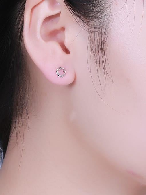 One Silver 925 Silver Exquisite Flower Shaped stud Earring 1