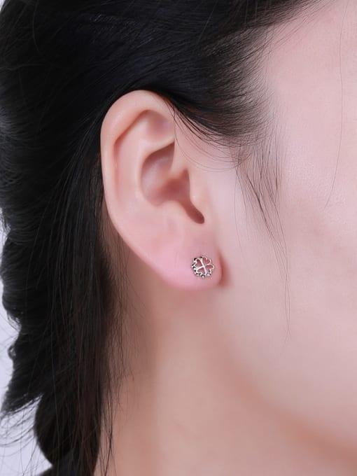 One Silver Fashion 925 Silver Snowflake Shaped stud Earring 1