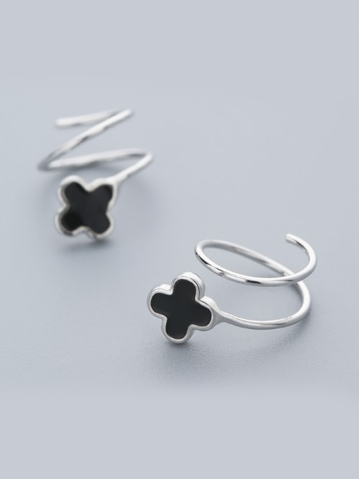 One Silver Exquisite Black Clover Shaped stud Earring