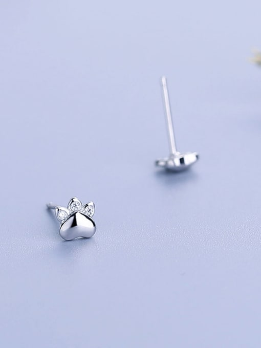 One Silver Cute Claw Shaped stud Earring 2