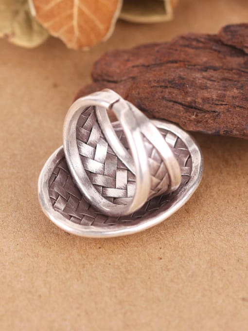 Peng Yuan Exaggerated Oval Woven Silver Ring 2