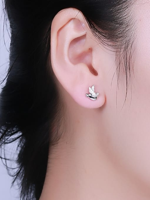 One Silver Women Lovely Bird Shaped stud Earring 1