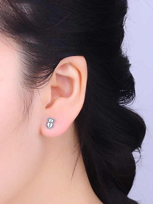 One Silver Vintage Style Shield Shaped stud Earring 1