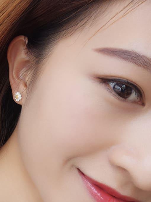 One Silver 925 Silver Flower Shaped stud Earring 1