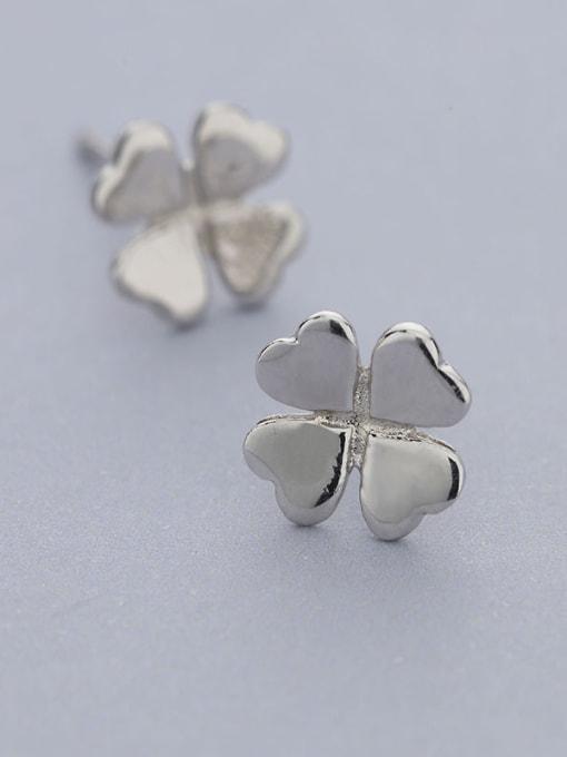 One Silver Women 925 Silver Clover Shaped stud Earring 2