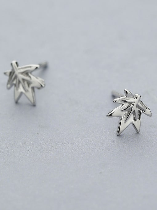 One Silver Women 925 Silver Leaf Shaped stud Earring 2