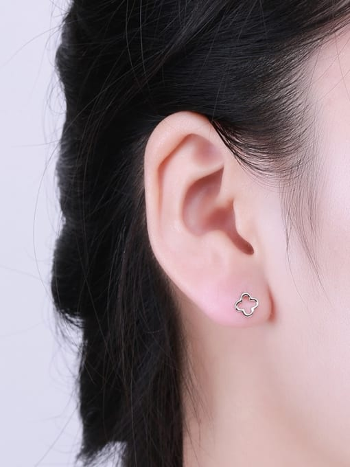 One Silver 925 Silver Clover Shaped stud Earring 1