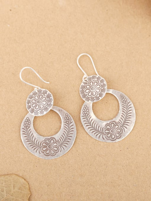 Peng Yuan Ethnic style Handmade Flower-etched hook earring