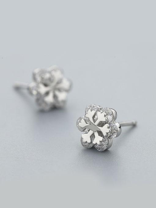 One Silver Trendy Snowflake Shaped Stud Earrings