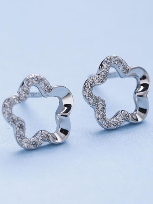 One Silver 925 Silver Flower Shaped Zircon stud Earring 2