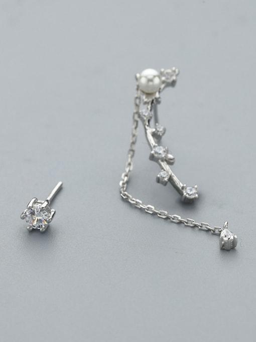 One Silver Women Asymmetrical Pearl Zircon threader earring 2