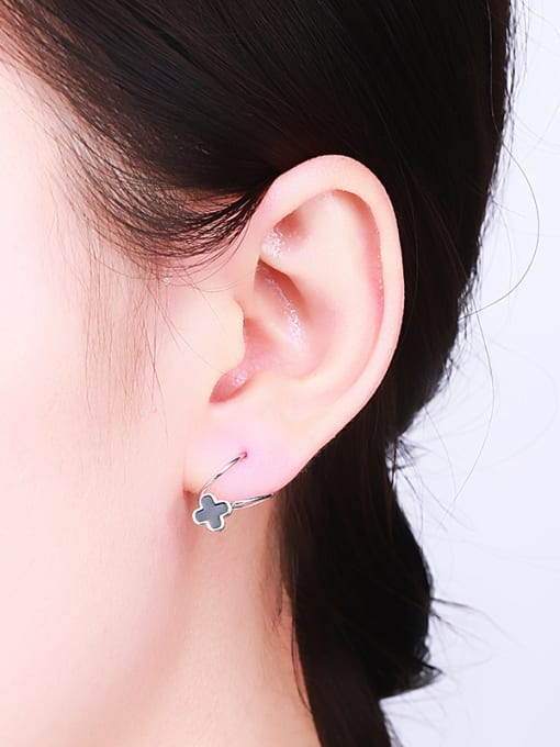 One Silver Exquisite Black Clover Shaped stud Earring 1