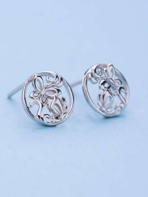 One Silver Exquisite Butterfly Shaped stud Earring 2