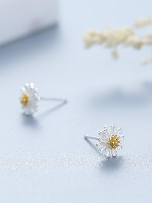 One Silver 925 Silver Flower Shaped stud Earring