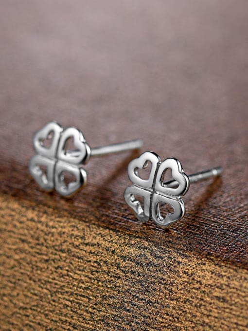 One Silver Temperament Clover Shaped Stud Earrings 0