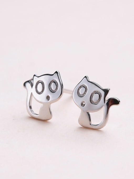 One Silver Exquisite Cat Shaped stud Earring 2