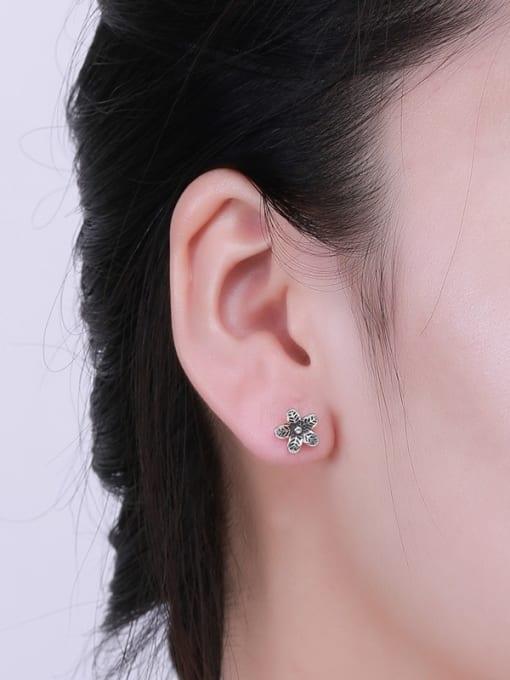 One Silver Thai Silver Flower Shaped stud Earring 1