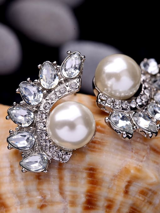 KM Shining Zircons Leave-shape Stud Cluster earring 2