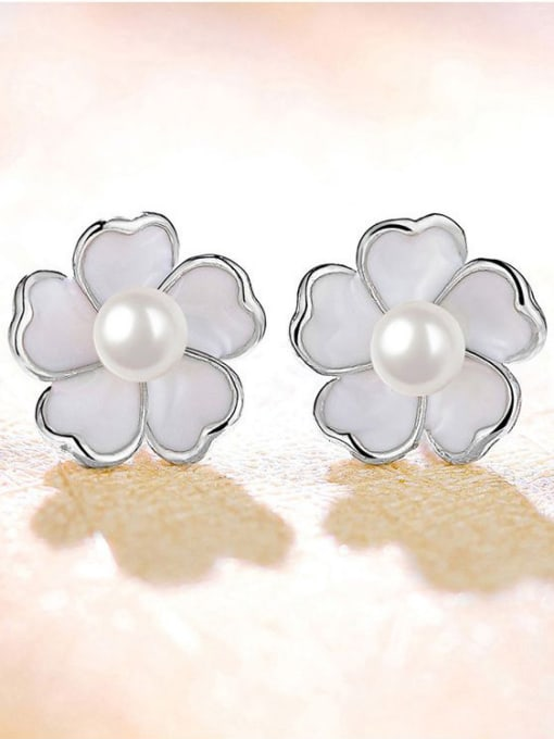 One Silver Temperament Flower Shaped Pearl stud Earring 2