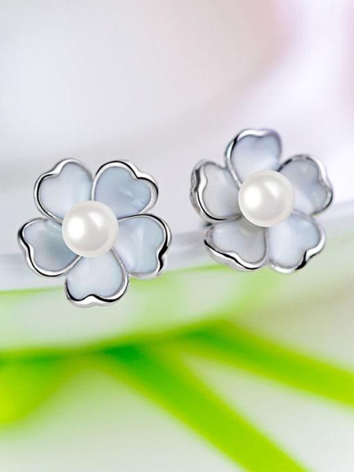 One Silver Temperament Flower Shaped Pearl stud Earring 3