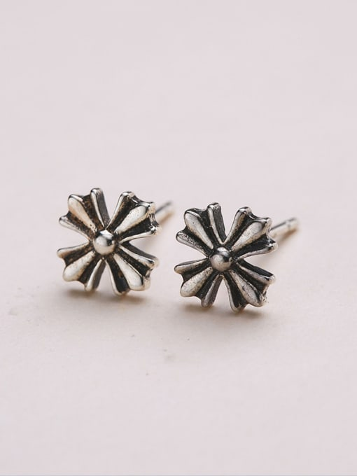 One Silver Retro Style Flower Shaped earring 2