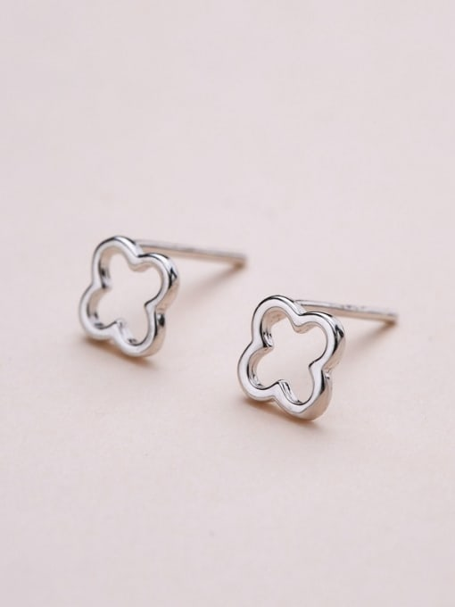 One Silver 925 Silver Clover Shaped stud Earring 3
