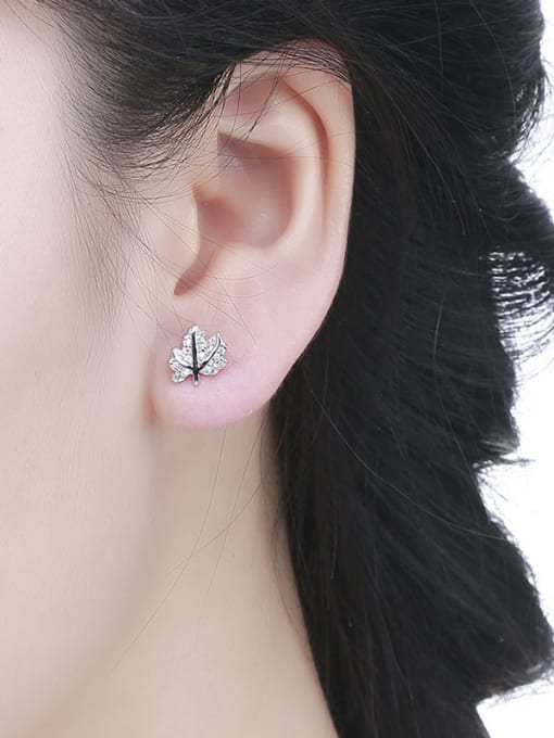 One Silver Charming 925 Silver Leaf Shaped stud Earring 1