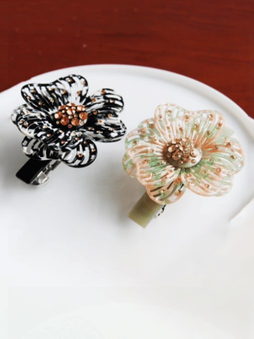 HUIYI Cellulose Acetate Cute Flower Zinc Alloy Rhinestone Spring Hair Barrette