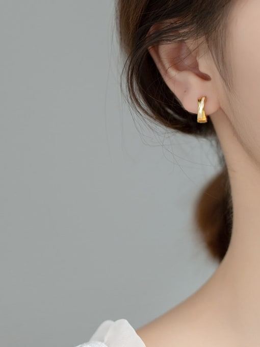 Rosh 925 Sterling Silver Shell Round Minimalist Huggie Earring 1