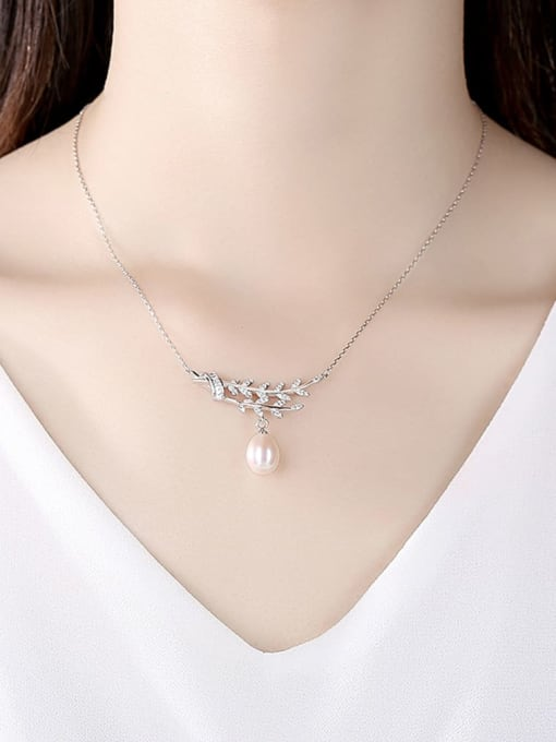 CCUI 925 Sterling Silver Cubic Zirconia Leaf Dainty Necklace 1
