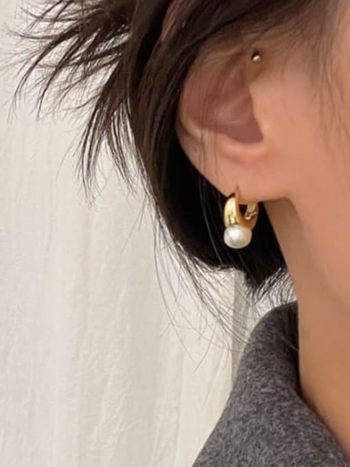 Boomer Cat 925 Sterling Silver Imitation Pearl Geometric Minimalist Huggie Earring 1