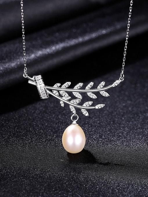 White 8C01 925 Sterling Silver Cubic Zirconia Leaf Dainty Necklace