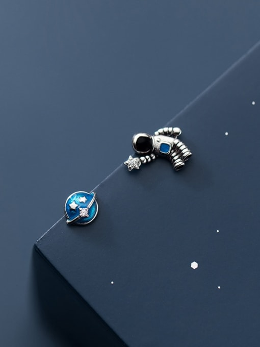 Rosh 925 Sterling Silver Enamel  Minimalist  Star astronaut Asymmetry Stud Earring 2