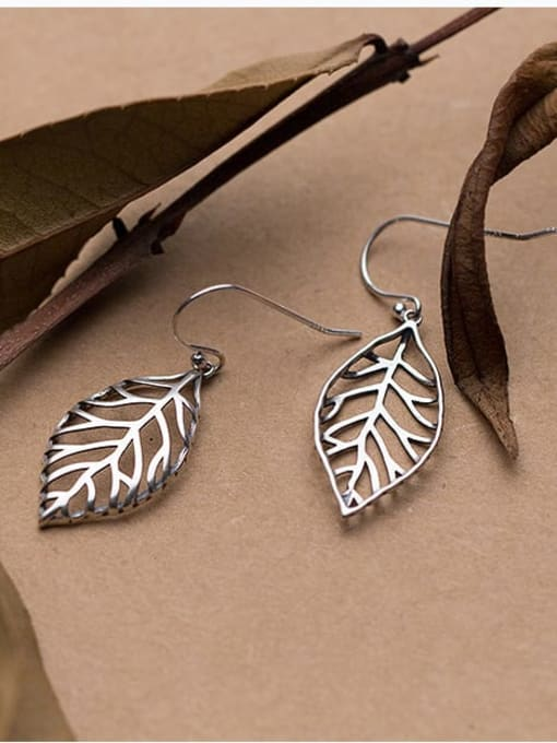 Rosh 925 Sterling Silver Irregular hollow leaves Minimalist Hook Earring 3