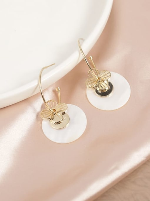 Lin Liang Brass Shell White Round Trend Hoop Earring